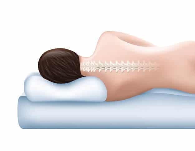 Mulher de lado em travesseiro mostrando a posição correta da coluna