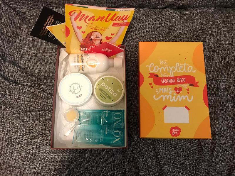 Caixa de Julho da Uau Box aberta com os produtos a mostra